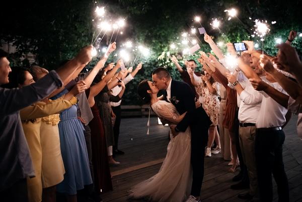 Industrial-greenery-wedding-party-10